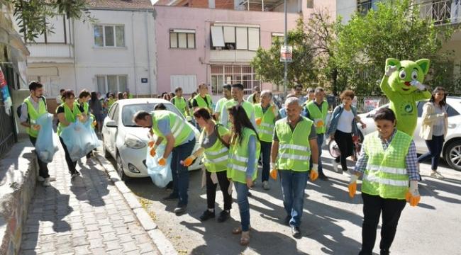 Çiğli'de Sokaklar Temizlendi