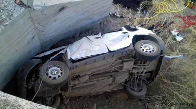 Duvara çarpan araçtaki 2'si çocuk, 5 kişi öldü