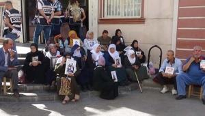 HDP önünde oturma eylemi yapan ailelerin sayısı artmaya devam ediyor