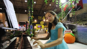 İEF Menderes Standında Piyano Resitali