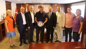 İzmir Bosna Sancak Derneği'nden Başkan Cemil Tugay'a hayırlı olsun ziyareti