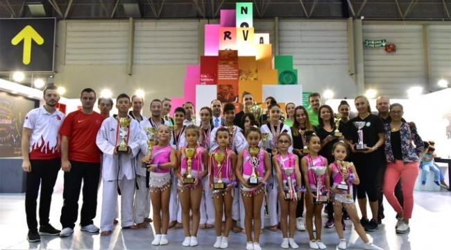 Sporcular Bornova standında şov yaptı