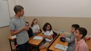 AIESEC'li Öğrenciler İngilizce Öğretiyor