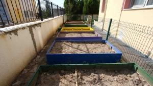 Bayraklı'da okullar sil baştan yenileniyor