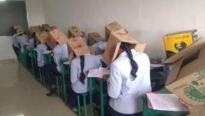 Böyle olay görülmedi: Sınavda kopya çekmesinler diye kafalarına kutu taktılar