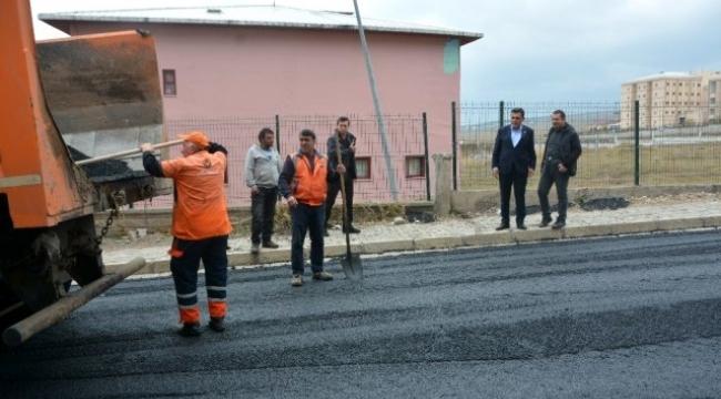 Ardahanlının çilesi haline gelmiş hastane yoluna asfalt atıldı.