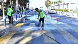 İzmir Büyükşehir Belediyesi'nden trafik çizgileri yenilemede örnek uygulama
