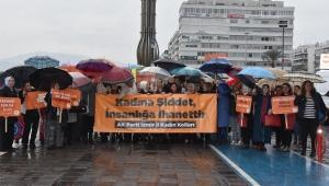 İzmir'de AK Partili kadınlardan pankartlı yürüyüş
