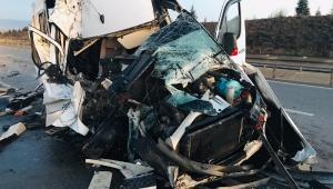 Minibüs TIR'la çarpıştı: 17 yaralı