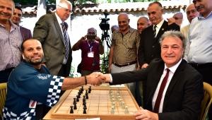 Önce dama, sonra satranç, şimdi de Briç