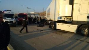 Otomabil TIR'ın altına girdi: 3 ölü, 1 yaralı