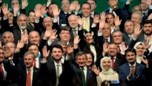 Bomba iddia: Davutoğlu ile görüşen belediye başkanları var