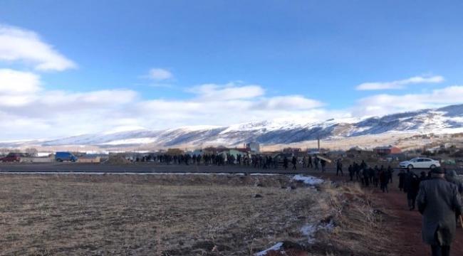 Ardahan'da Boğazı kesilmiş ve silahla vurulmuş erkek cesedi bulundu