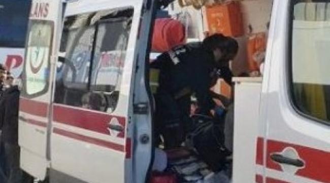 Ardahan'da halı sahada futbol oynarken kalp krizi geçiren polis memuru yaşamını yitirdi.