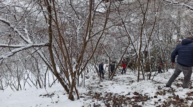Karda yoldan çıkan minibüs şarampole uçtu: 5 yaralı
