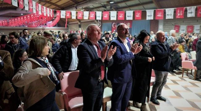 Kemalpaşa'da demokrasi şehitleri tiyatro ile anıldı