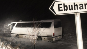 Sivasspor'un U14 ve U15 futbolcularını taşıyan otobüs kaza yaptı
