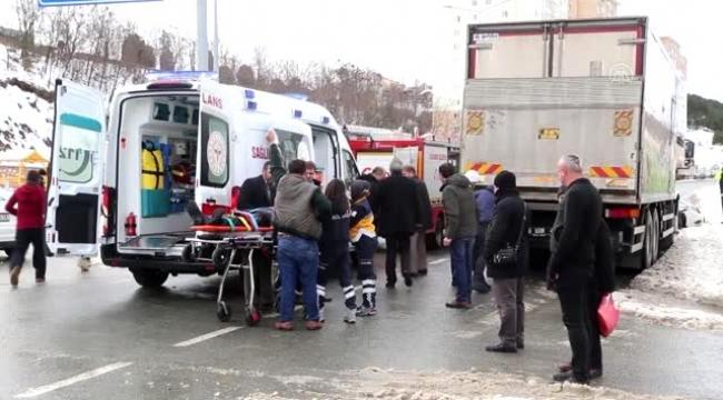 Kamyon ile otomobil çarpıştı: 6 yaralı