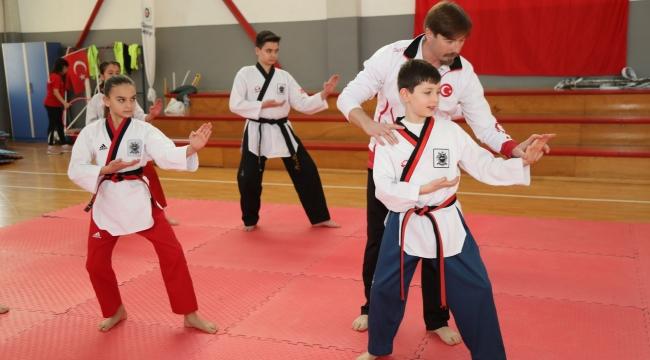 Yetenek avcısı şampiyon Şampiyon antrenör, şampiyon taekwondocular yetiştiriyor