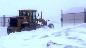 Ardahan'ın yükseklerinde kar ve tipi vatandaşa zor anlar yaşatıyor