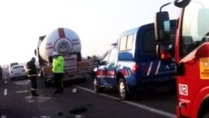 LPG tankeri ile otomobil çarpıştı: 4 yaralı