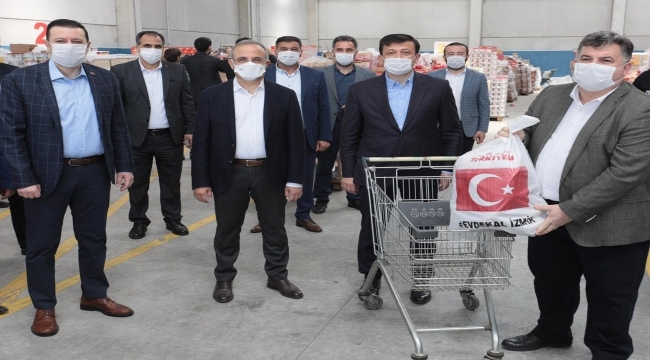 AK Parti İzmir'den, İzmir'e rekor yardım kolisi