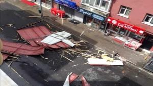 Ardahan'da fırtınadan çatıdan düşen 1 kişi öldü 1 kişide yaralandı