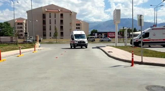 Ardahan'a gelen aile kaza yaptı 1 ağır 4 yaralı