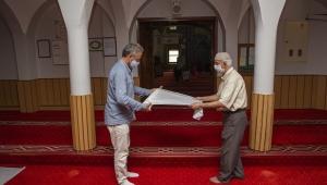 Çiğli Belediyesi'den Camilere Tek Kullanımlık Seccade