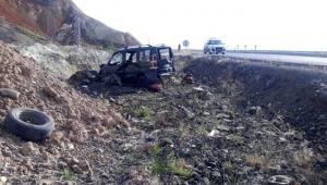 Ardahan yönüne giden kamyonet şarampole devrildi sürücü ağır yaralandı