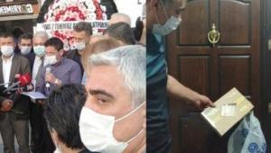 Sivas'ta kapıya asılan helva ortalığı karıştırdı!
