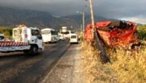Yolcu otobüsü kamyona arkadan çarptı: 1 ölü, 23 yaralı