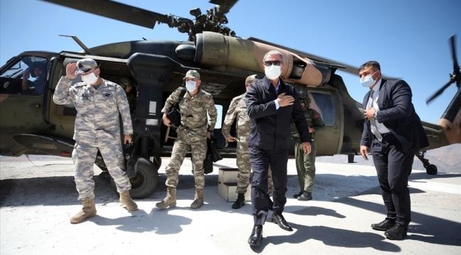Millî Savunma Bakanı Hulusi Akar Ve Komutanlar Irak Sınır Hattında