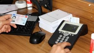 Ehliyet bilgileri çipli kimlik kartlarına yüklenmeye başladı