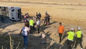 Otobüs devrildi feci kaza! 30 kişi yaralandı