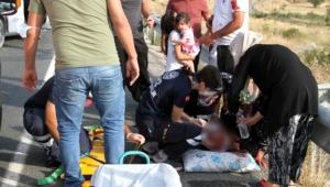 Otomobil tıra arkadan çarptı yol kan gölüne döndü: 1'i ağır, 5'i çocuk 7 yaralı