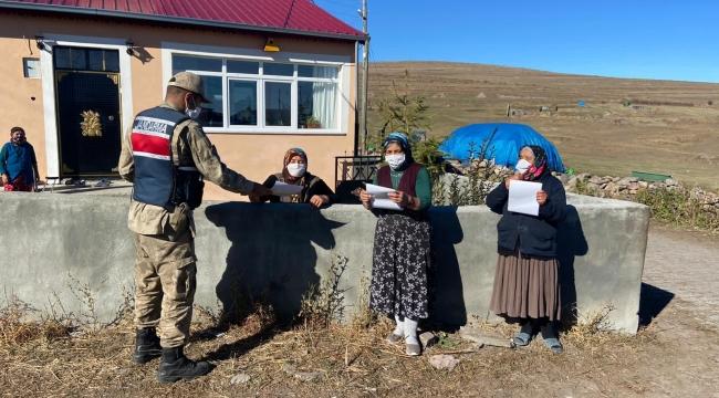 Ardahan İl Jandarma Komutanlığından Hayvan hırsızlıklarıyla ilgili Afiş ve broşür dağıtımı