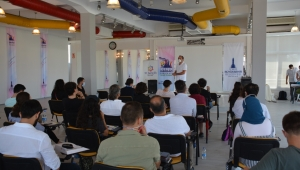 Gençlik derneklerinin temsilcileri İzmir'de buluştu