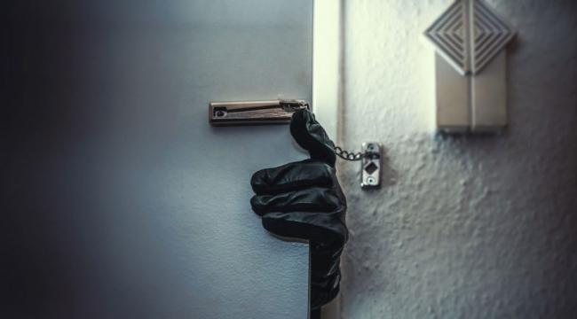Kars'ta son dakika hırsızlığı: 300 bin çalan serbest, 2 bin çalan tutuklu