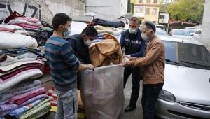 Depremzedelerin battaniyelerini satmaya çalıştılar