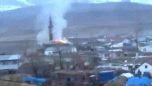 Kuşlar köy camisini yaktı yangın güçlükle söndürüldü