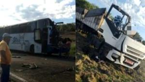 Yolcu otobüsü ile TIR çarpıştı: 37 ölü
