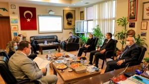 İzmir Valisi Yavuz Selim Köşger Seferihisar Belediye Başkanı İsmail Yetişkin ile buluştu.