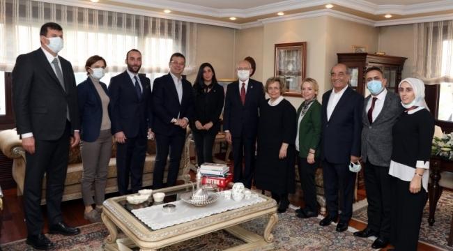 Kılıçdaroğlu ve İmamoğlu Alparslan Türkeş'in eşi Seval Türkeş'i ziyaret etti