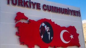 Türkiye-İran sınırına Türkiye tabelası