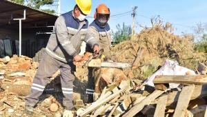 Bornova'da budama yapılan dallar geri dönüşümle tekrar kazandırılıyor