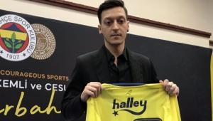 Mesut Özil Fenerbahçe'ye imza attı