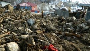 Ardahan Posof'da Çıkan Yangın Bir evi ve Ahırı Kül Etti