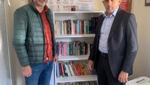 MHP Karşıyaka'dan 11 Mahalleye Kütüphane ve Kitap Desteği