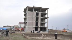 5 katlı inşaatan intihar girişimi!